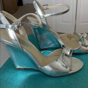 Betsy Johnson silver metallic wedge